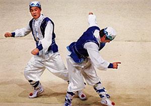 回族的体育习俗:掼牛、驯鹰、射箭_中国网