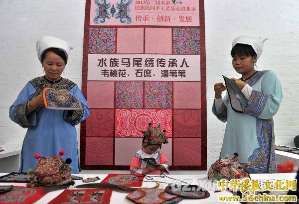 用民间手工艺品展示贵州文化