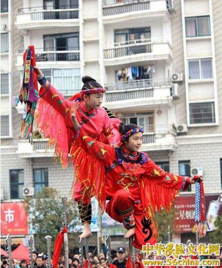 《枪尖上的舞蹈》:吉靖羽大刀艺术团演出节目