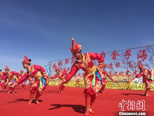 青海·乌兰德都蒙古马文化艺术节开幕