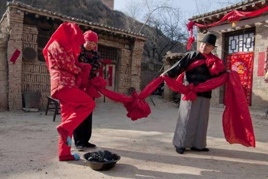 传统婚俗—跨火盆