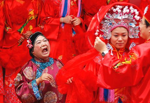 解说中式婚礼习俗中媒婆的重要性