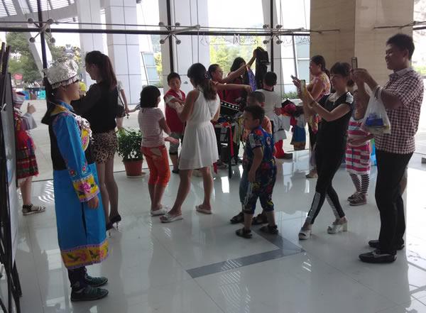 2014乐清市首届民族民俗文化节试穿民族服装服饰