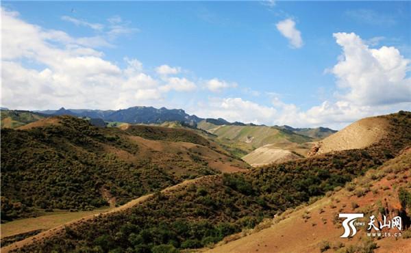 呼图壁百里丹霞地貌雄奇壮观