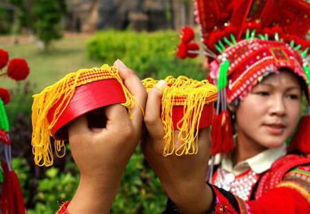彝族烟盒舞