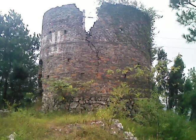 贵州丹寨--被岁月摧残的羊排碉堡