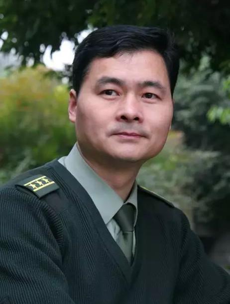 博学儒雅游于艺——访书法家陈洪