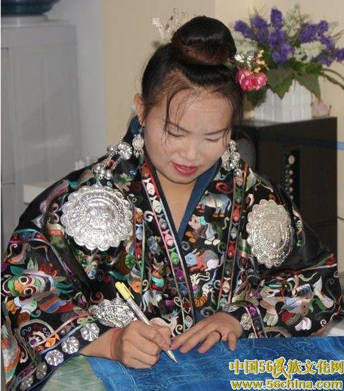 刘英——记苗绣传承人 一位将苗族刺绣走向时尚的青年传承人